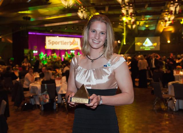 Verena Hantl unmittelbar nach der Auszeichnung zur Sportlerin des Jahres 2013 ©GES